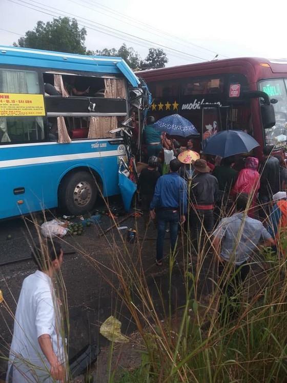 Hai xe khách tông nhau, 7 người bị thương ảnh 1