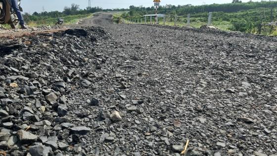 Bộ GTVT đề nghị quan tâm khắc phục sự cố đường 250 tỷ chưa bàn giao đã nát ảnh 3