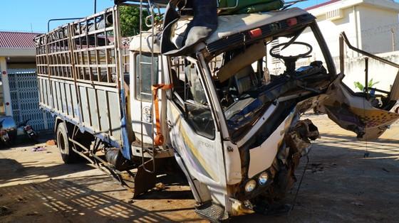 Xe tải và xe con tông nhau, 3 người chết, 3 người bị thương ảnh 1