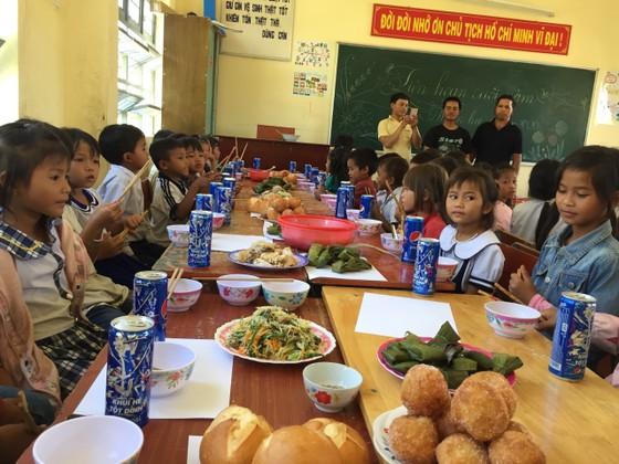 """Báo SGGP tiếp sức thầy cô """"ngôi trường bỏ tiền túi nấu ăn miễn phí cho học sinh"""" ảnh 1"""