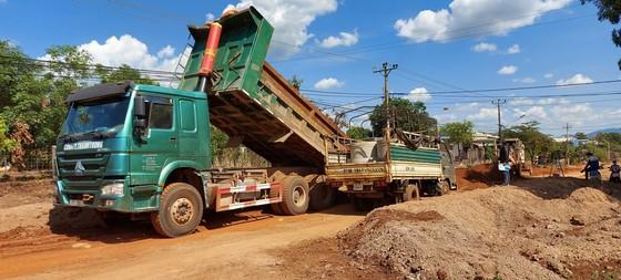 Xử phạt 146 triệu đồng đối với doanh nghiệp khai thác đất lậu để thi công đường  ảnh 2