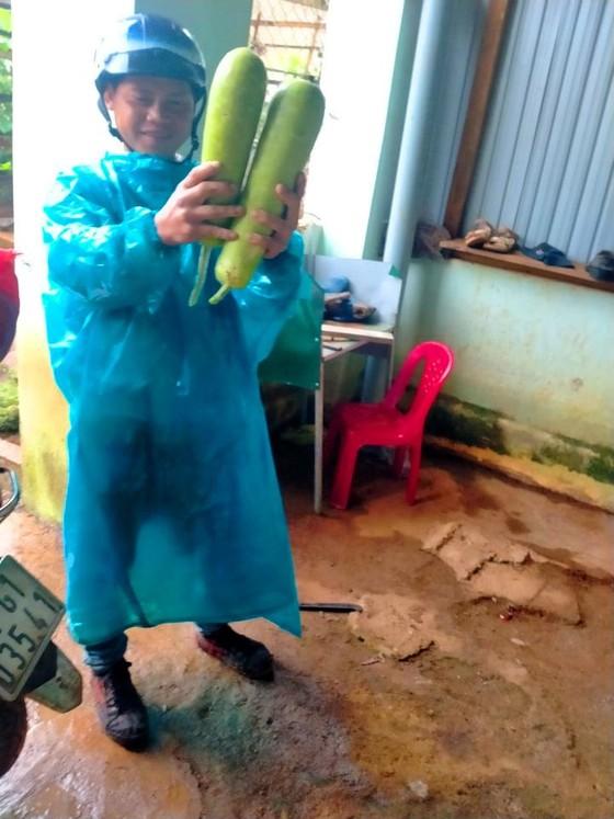Đồng bào Xê Đăng lên rừng hái măng ủng hộ người dân TPHCM ảnh 4