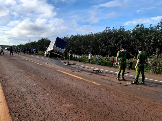 Gia Lai: Va chạm giữa xe tải và xe ô tô con, 3 người tử vong ảnh 1