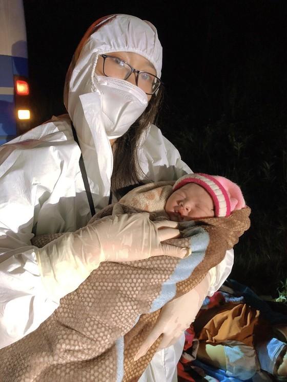 Một thai phụ sinh con ngay trên đường từ vùng dịch về Gia Lai ảnh 2