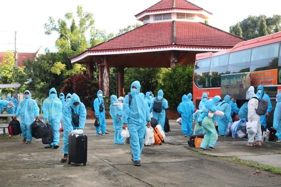 Kon Tum đón 269 người dân từ TPHCM về quê ảnh 1