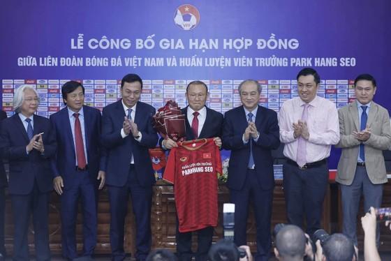 HLV Park sẽ có nhiều mục tiêu nặng nề với bóng đá Việt Nam trong 3 năm tới. Ảnh: MINH HOÀNG