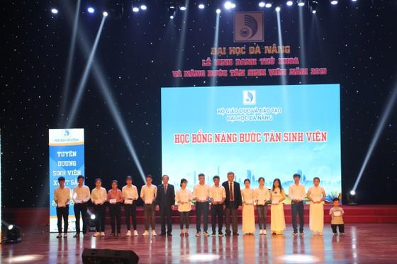 Đà Nẵng vinh danh thủ khoa, nâng bước tân sinh viên năm 2019 ảnh 2