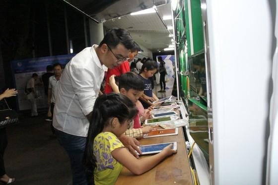 """Mang """"Ánh sáng tri thức"""" đến trường học thành phố Đà Nẵng   ảnh 4"""
