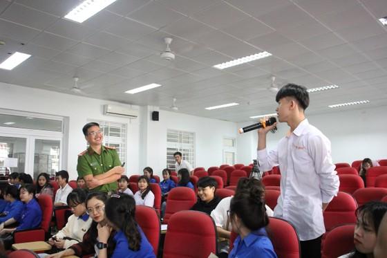 Đà Nẵng tuyên truyền lưu động phòng chống ma túy, mại dâm và tệ nạn xã hội tại các cơ sở  ảnh 1