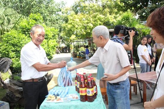 Sinh viên Đà Nẵng giao lưu với nghệ nhân làng nước Mắm Nam Ô ảnh 8