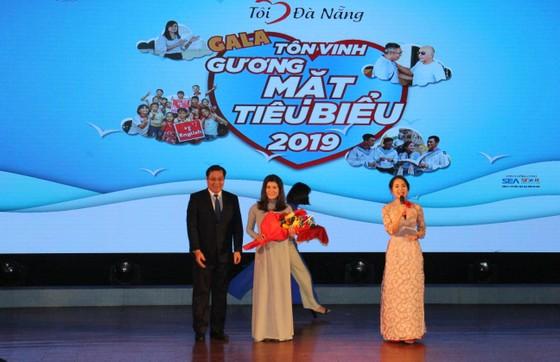 """Chủ tịch UBND Đà Nẵng trao tặng 22 cá nhân, tập thể trong chuyên mục """"Tôi yêu Đà Nẵng"""" ảnh 1"""