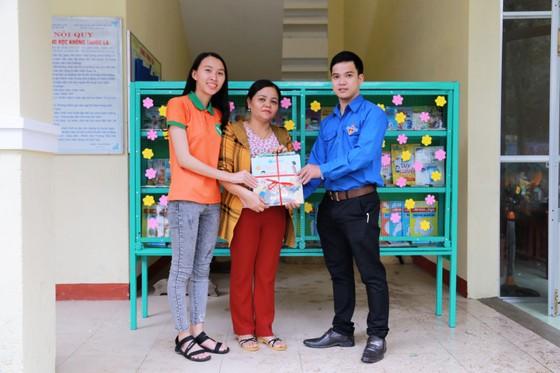 'Xuân sẻ chia' mang 238 vé xe Tết đến sinh viên khó khăn 16 tỉnh miền Trung ảnh 1