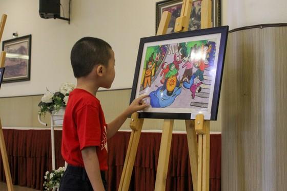 """Gần 600 tác phẩm tham gia cuộc thi vẽ tranh """"Văn hóa giao thông trong mắt em"""" tại Đà Nẵng ảnh 1"""
