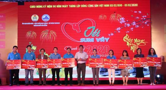Trao gần 3000 suất quà tết cho người lao động khó khăn tại Đà Nẵng ảnh 1