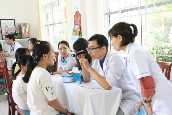 Tổ chức tư vấn, khám chữa bệnh, cấp phát thuốc miễn phí cho trẻ em mồ côi tại TP Đà Nẵng ảnh 1
