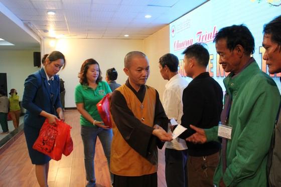 Đà Nẵng với chuyến xe nghĩa tình hỗ trợ những bệnh nhân về quê ăn tết ảnh 2