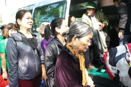 Đà Nẵng với chuyến xe nghĩa tình hỗ trợ những bệnh nhân về quê ăn tết ảnh 4