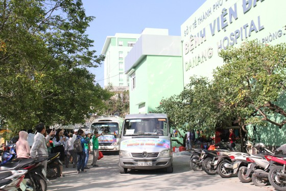 Đà Nẵng với chuyến xe nghĩa tình hỗ trợ những bệnh nhân về quê ăn tết ảnh 1