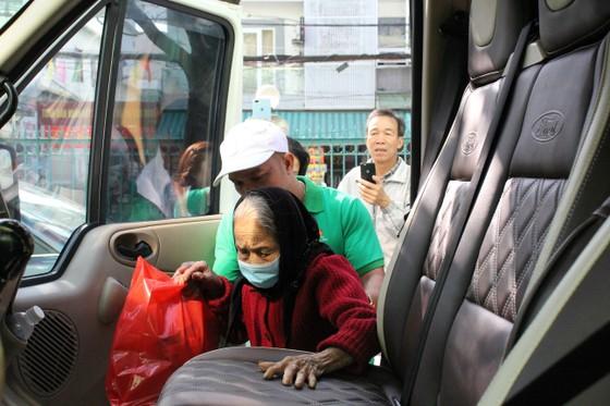 Đà Nẵng với chuyến xe nghĩa tình hỗ trợ những bệnh nhân về quê ăn tết ảnh 3