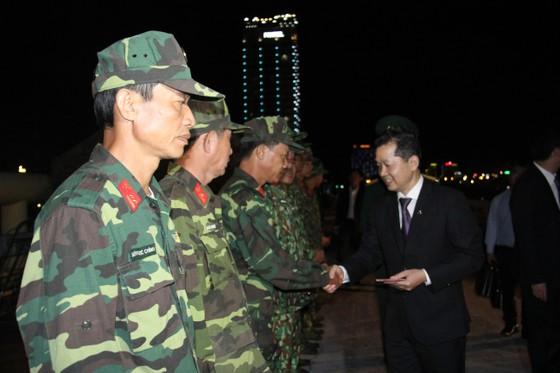 Lãnh đạo TP Đà Nẵng đến thăm, chúc Tết cán bộ, nhân viên thực hiện nhiệm vụ đêm Giao thừa ảnh 9