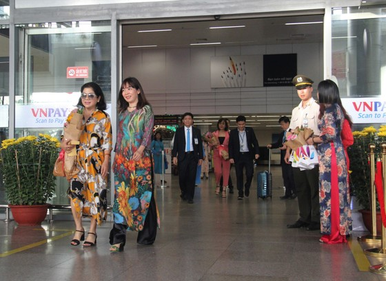 Đà Nẵng chào đón những vị khách đầu tiên nhân dịp Xuân Canh Tý 2020  ảnh 2