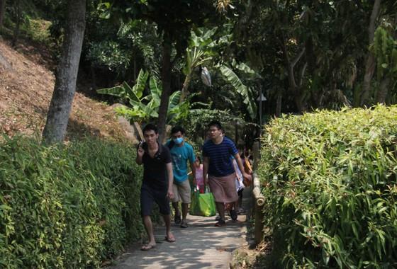 Giải tán tụ tập đông người tại bán đảo Sơn Trà ảnh 2