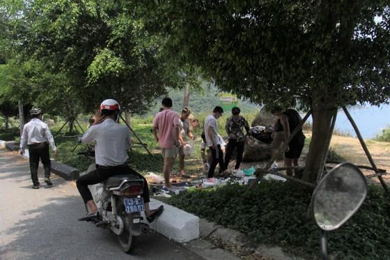 Giải tán tụ tập đông người tại bán đảo Sơn Trà ảnh 1