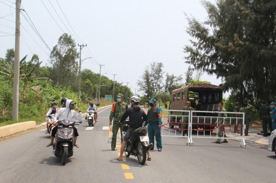 Giải tán tụ tập đông người tại bán đảo Sơn Trà ảnh 6