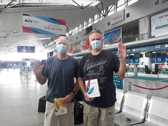 Đội ngũ điều trị tại bệnh viện Đà Nẵng cách ly 14 ngày tại khách sạn ảnh 3