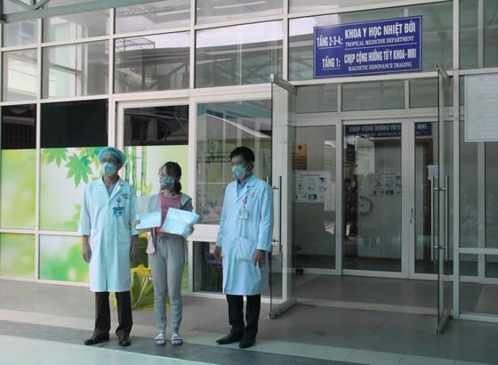 Đội ngũ điều trị tại bệnh viện Đà Nẵng cách ly 14 ngày tại khách sạn ảnh 1