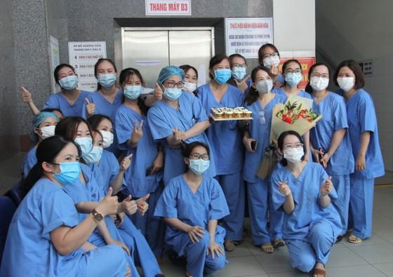 Đội ngũ điều trị tại bệnh viện Đà Nẵng cách ly 14 ngày tại khách sạn ảnh 2