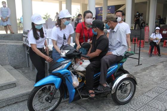 Nhiều trạm ATM gạo phục vụ miễn phí cho người dân khó khăn tại Đà Nẵng ảnh 1
