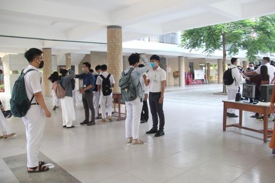 Đà Nẵng: Học sinh nghiêm túc thực hiện phòng, chống dịch khi trở lại trường học ảnh 2