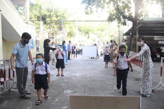 Đà Nẵng: Học sinh nghiêm túc thực hiện phòng, chống dịch khi trở lại trường học ảnh 3