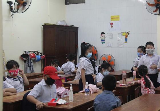 Đà Nẵng: Hơn 2.600 học sinh vắng mặt trong ngày đầu đi học lại  ảnh 1