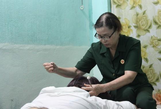 Nữ cựu quân y không ngừng cống hiến giúp đời ảnh 1