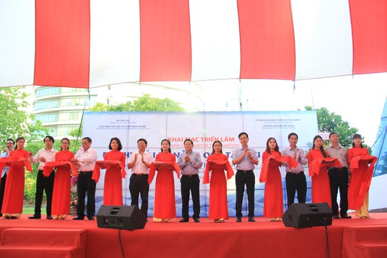 Hơn 200 tài liệu tại triển lãm 'Đô thị biển Đà Nẵng qua tài liệu lưu trữ' ảnh 2