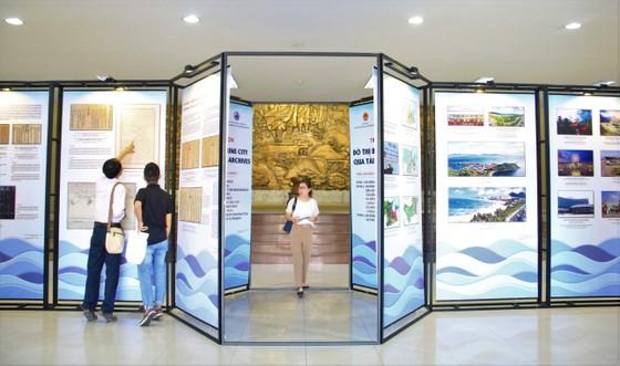 Hơn 200 tài liệu tại triển lãm 'Đô thị biển Đà Nẵng qua tài liệu lưu trữ' ảnh 1