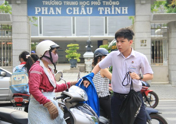 Hơn 13.000 học sinh Đà Nẵng bước vào môn thi đầu tiên kỳ thi tuyển sinh lớp 10 ảnh 1