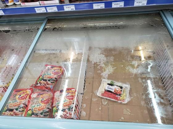 Người dân Đà Nẵng đổ xô mua hàng tích trữ dù hàng hóa không khan hiếm ảnh 3