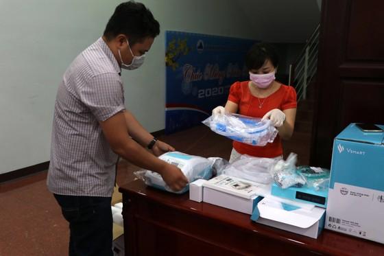 Đà Nẵng tiếp nhận hơn 23 tỷ đồng tiền và hiện vật hỗ trợ phòng, chống dịch Covid-19 ảnh 1