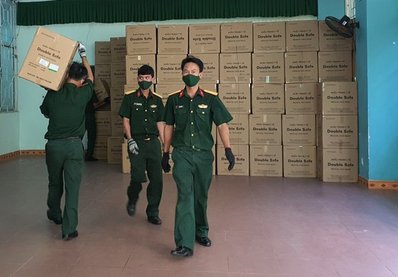 50 tấn hàng hóa phục vụ phòng chống dịch Covid-19 đến Đà Nẵng ảnh 10
