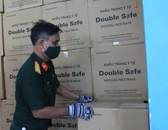 50 tấn hàng hóa phục vụ phòng chống dịch Covid-19 đến Đà Nẵng ảnh 9