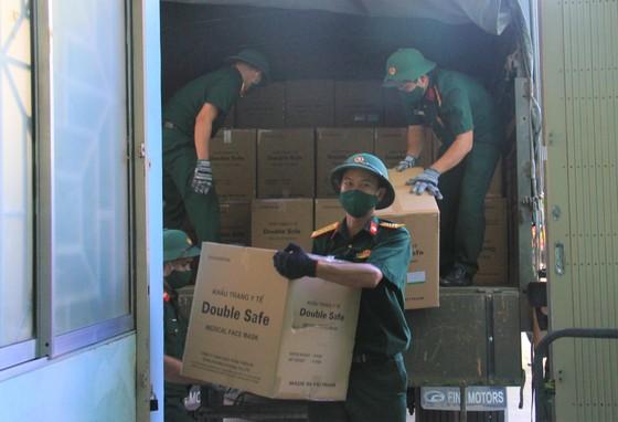 50 tấn hàng hóa phục vụ phòng chống dịch Covid-19 đến Đà Nẵng ảnh 5