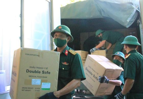 50 tấn hàng hóa phục vụ phòng chống dịch Covid-19 đến Đà Nẵng ảnh 6