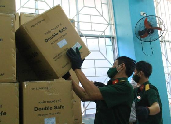 50 tấn hàng hóa phục vụ phòng chống dịch Covid-19 đến Đà Nẵng ảnh 8