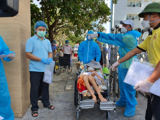 Hỗ trợ 117 bệnh nhân về nhà trên chuyến xe nghĩa tình 0 đồng ảnh 1