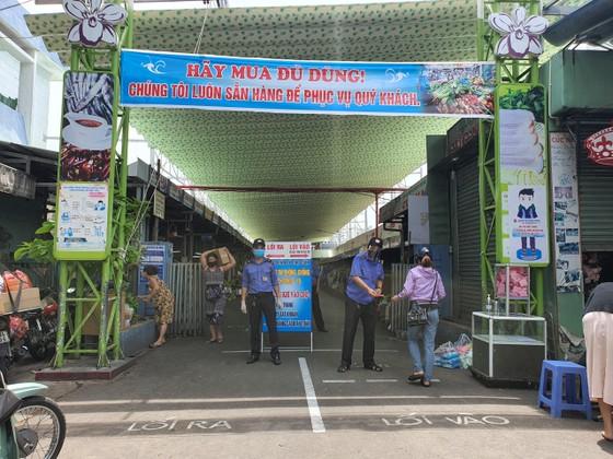 Đà Nẵng: Ngày đầu đi chợ bằng thẻ theo ngày chẵn lẻ ảnh 12