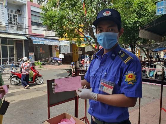 Đà Nẵng: Ngày đầu đi chợ bằng thẻ theo ngày chẵn lẻ ảnh 5