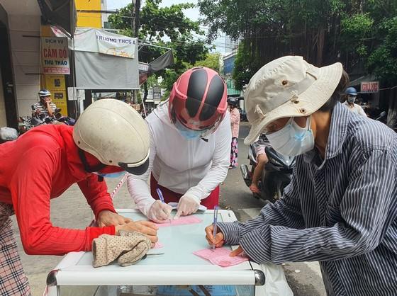 Đà Nẵng: Ngày đầu đi chợ bằng thẻ theo ngày chẵn lẻ ảnh 4